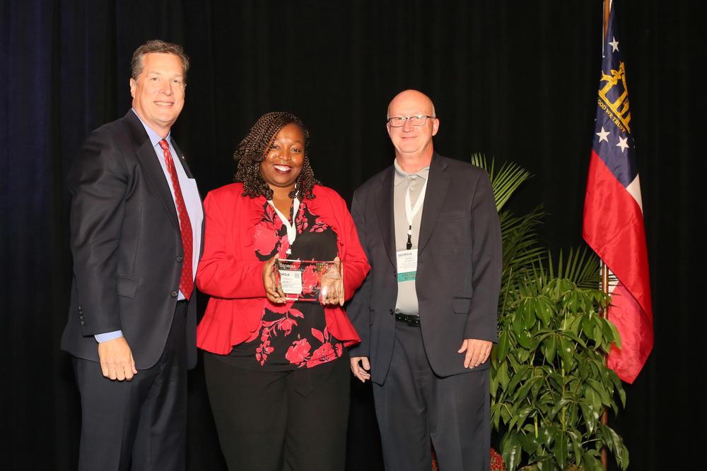 DeKalb County receives 2019 Technology Innovation Showcase award.